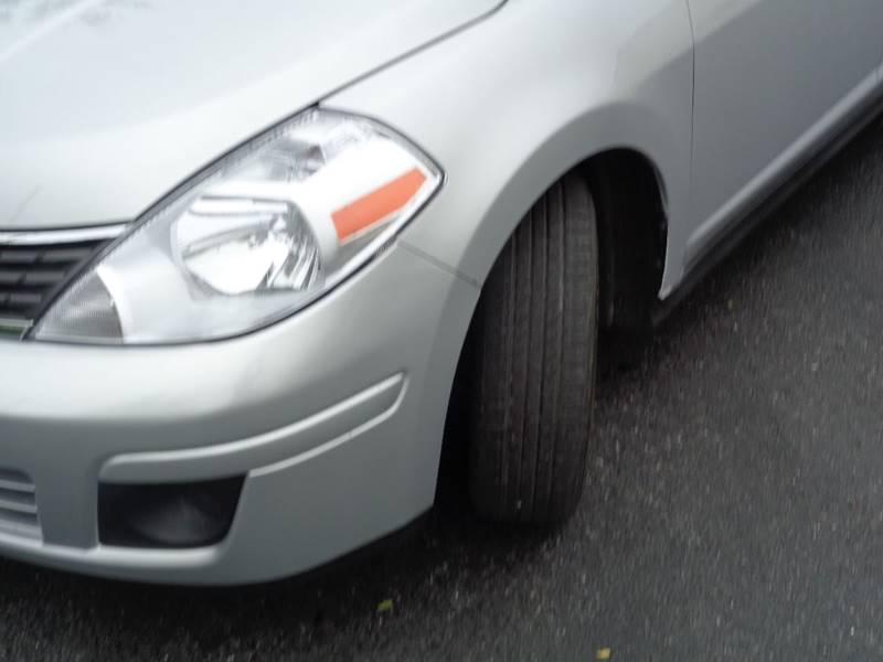 2009 Nissan Versa 1.8 S 4dr Hatchback 4A - Kansas City MO