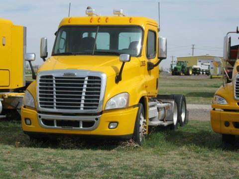 2009 Freightliner Cascadia for sale in Dighton, KS