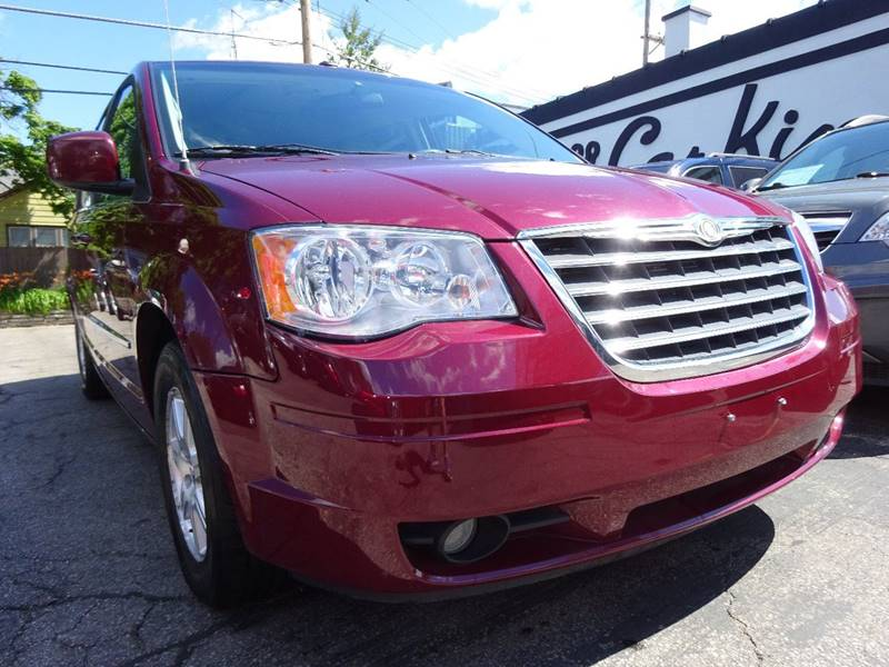 2009 Chrysler Town and Country Touring Mini-Van 4dr - West Allis WI