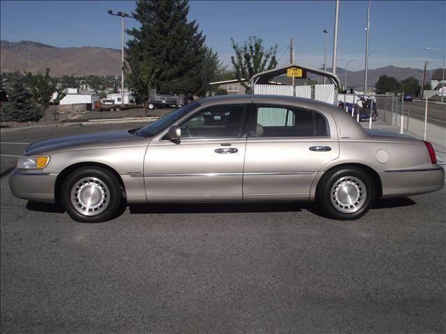 2000 Lincoln Town Car Executive 4dr Sedan In East Wenatchee Wa