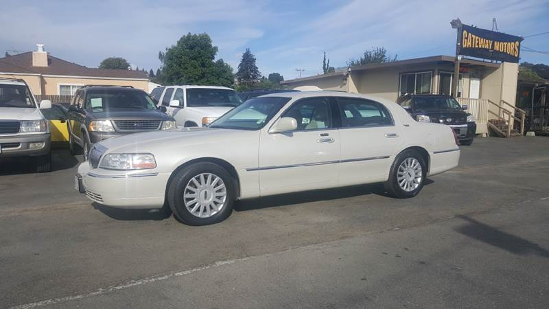 2005 Lincoln Town Car for sale at Gateway Motors in Hayward CA