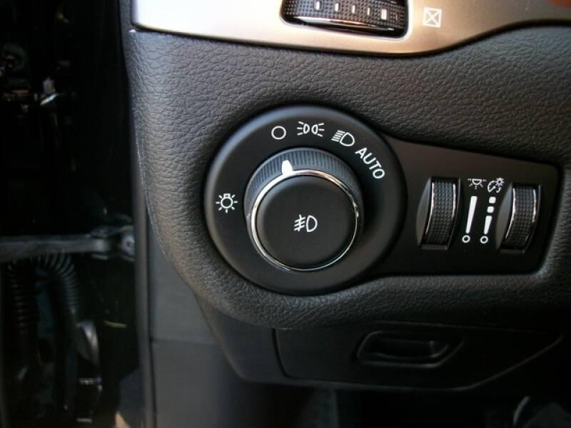 2020 Jeep Cherokee Limited (image 11)