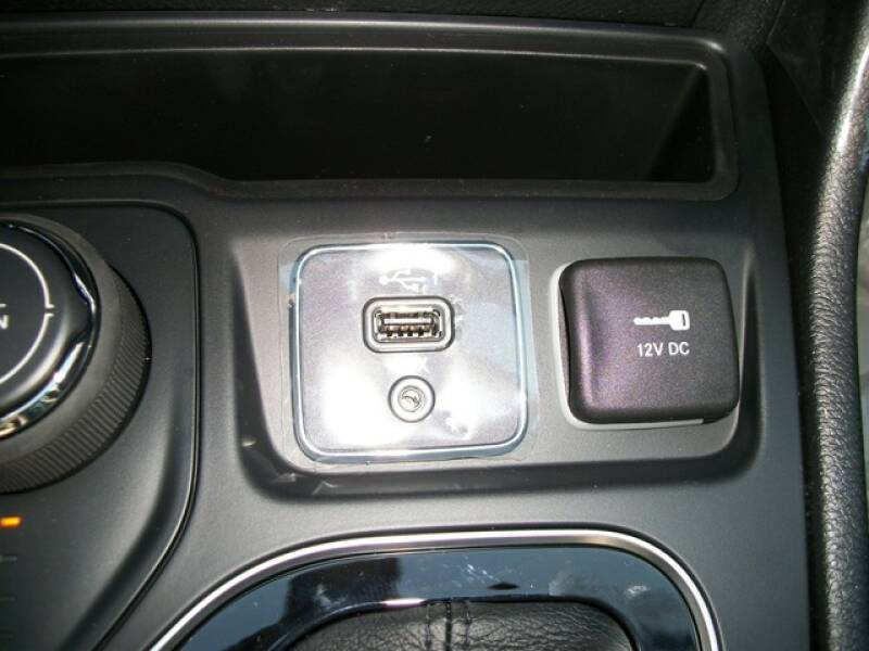 2020 Jeep Cherokee Limited (image 9)