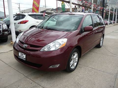 2006 Toyota Sienna for sale at Car Center in Chicago IL