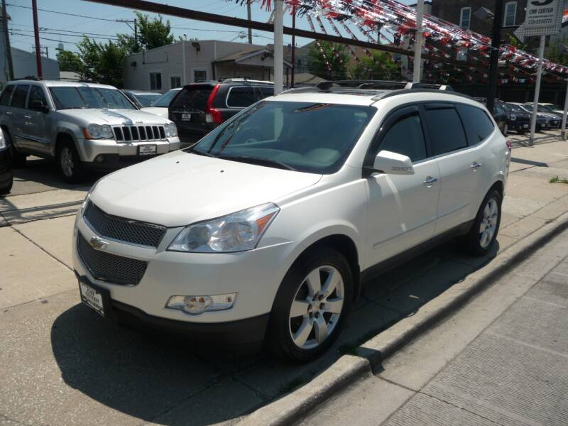 2011 Chevrolet Traverse for sale at Car Center in Chicago IL