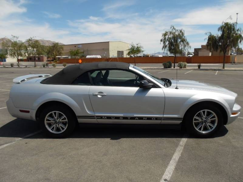 2005 Ford Mustang Deluxe 2dr Convertible - Las Vegas NV