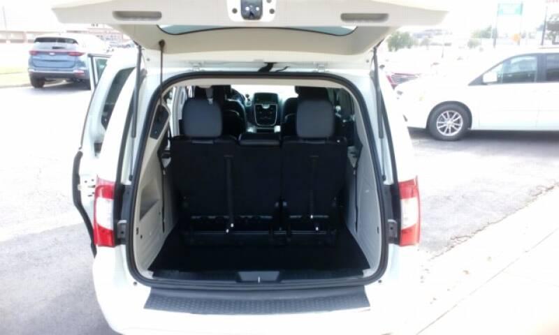 2016 Chrysler Town and Country Touring 4dr Mini-Van - Topeka KS