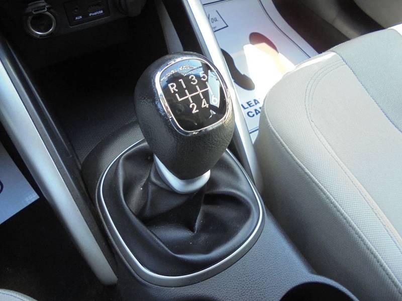 2012 Hyundai Veloster 3dr Coupe w/Black Seats - Cambridge OH