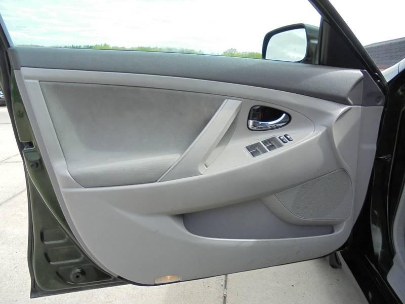 2010 Toyota Camry LE 4dr Sedan 6A - Cambridge OH