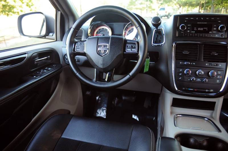 2017 Dodge Grand Caravan SXT 4dr Mini-Van - Terre Haute IN