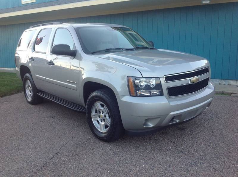 ls in suv chevrolet waterloo carline tahoe veh contact ia