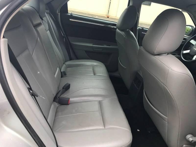 2007 Chrysler 300 21