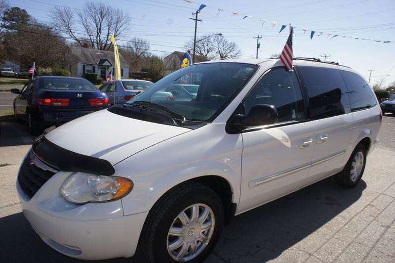 2006 Chrysler Town and Country Touring 4dr Extended Mini-Van - Richmond VA