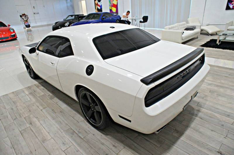 2009 Dodge Challenger R/T 2dr Coupe: 2009 Dodge Challenger R/T 2dr Coupe 42454 Miles White Coupe 5.7L V8 Manual 6-Spe