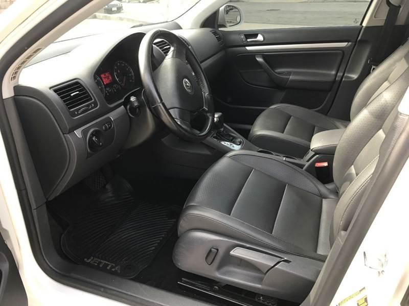 2009 Volkswagen Jetta SportWagen S 4dr Wagon 6A - Glendora CA