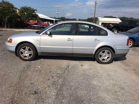 2000 Volkswagen Passat for sale at TAVERN MOTORS in Laurens SC