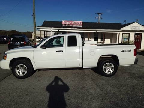 2006 Dodge Dakota for sale at TAVERN MOTORS in Laurens SC