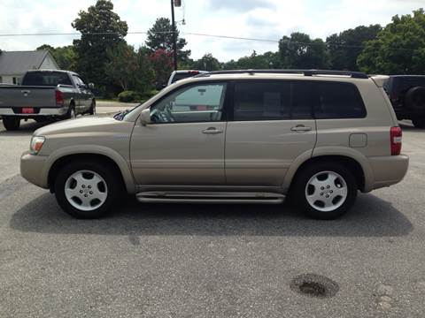2005 Toyota Highlander for sale at TAVERN MOTORS in Laurens SC