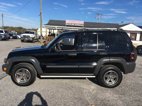 2005 Jeep Liberty for sale at TAVERN MOTORS in Laurens SC