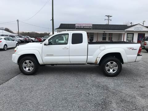 2005 Toyota Tacoma for sale at TAVERN MOTORS in Laurens SC