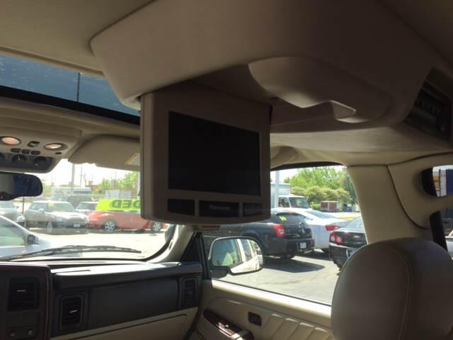 2006 Cadillac Escalade ESV for sale at ROUTE 6 AUTOMAX in Markham IL