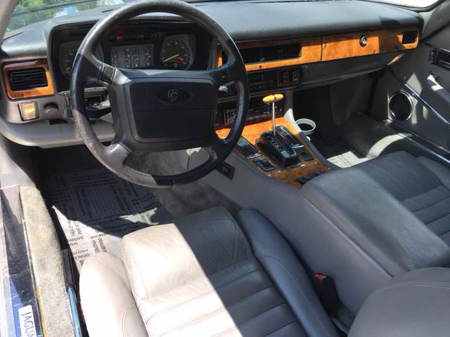 1990 Jaguar XJ-Series for sale at ROUTE 6 AUTOMAX in Markham IL