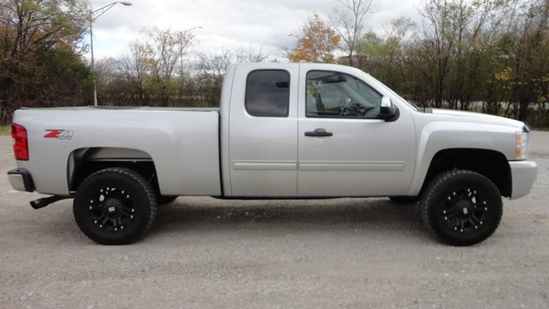 2011 Chevrolet Silverado 1500 for sale at ROUTE 6 AUTOMAX in Markham IL