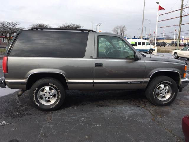 1999 Chevrolet Tahoe for sale at ROUTE 6 AUTOMAX in Markham IL
