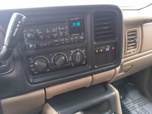 2002 Chevrolet Avalanche for sale at ROUTE 6 AUTOMAX in Markham IL