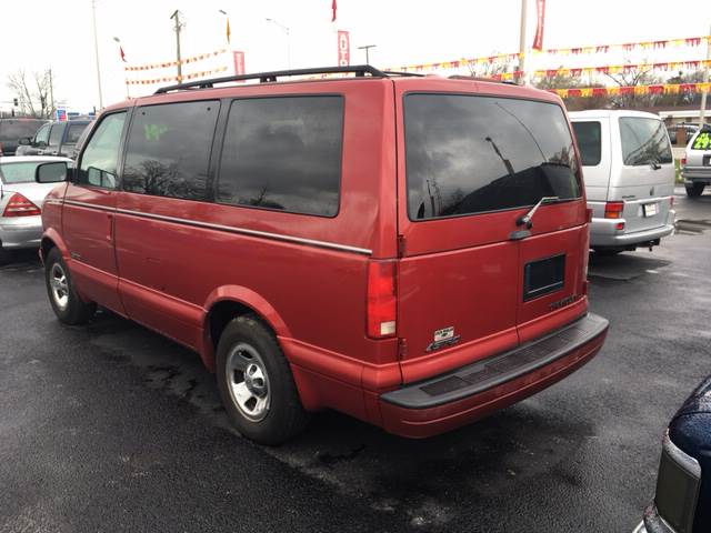 1998 Chevrolet Astro for sale at ROUTE 6 AUTOMAX in Markham IL
