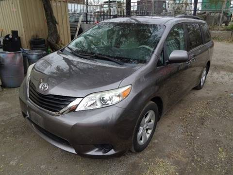 2011 Toyota Sienna for sale in Chicago, IL