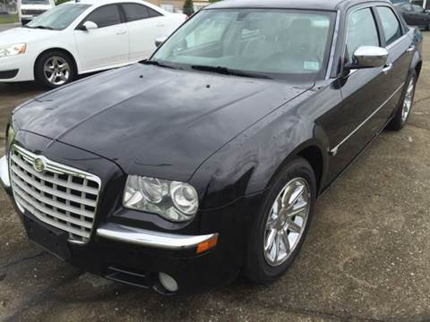 2005 Chrysler 300 for sale at JEFF LEE AUTOMOTIVE in Glasgow KY