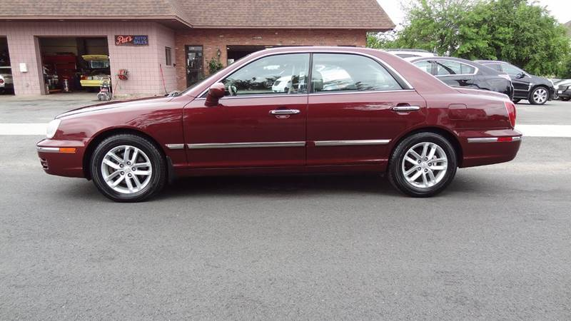 2004 Hyundai XG350 for sale at Pat's Auto Sales in West Springfield MA