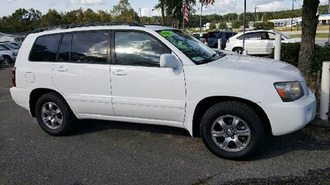 2005 Toyota Highlander for sale at Rodgers Enterprises in North Charleston SC