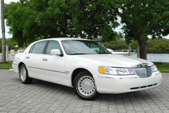 2001 Lincoln Town Car Executive In Fort Myers Beach Fl Auto Quest