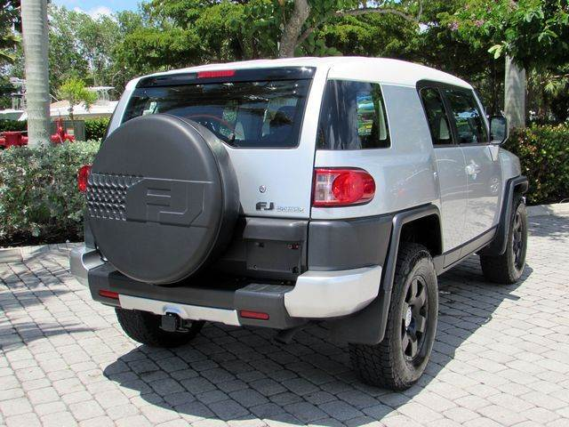 2007 Toyota FJ Cruiser Base 4dr SUV 4WD (4L V6 5A) - Fort Myers Beach FL