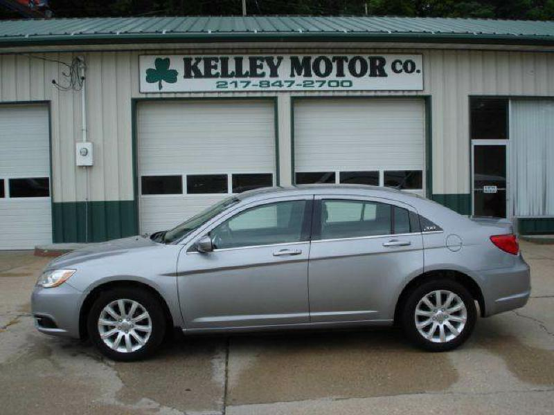 2013 Chrysler 200 Touring 4dr Sedan - Hamilton IL