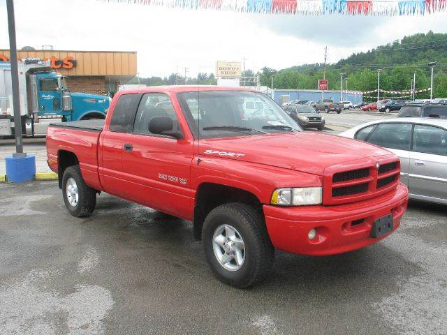 2001 Dodge Ram Pickup 1500 for sale at RACEN AUTO SALES LLC in Buckhannon WV