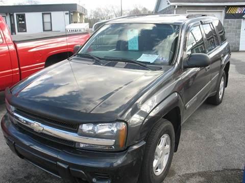 2004 Chevrolet TrailBlazer for sale at RACEN AUTO SALES LLC in Buckhannon WV