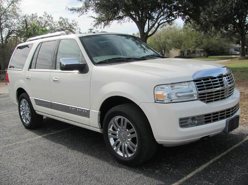 2008 Lincoln Navigator for sale at Rons Auto Sales in Stockdale TX