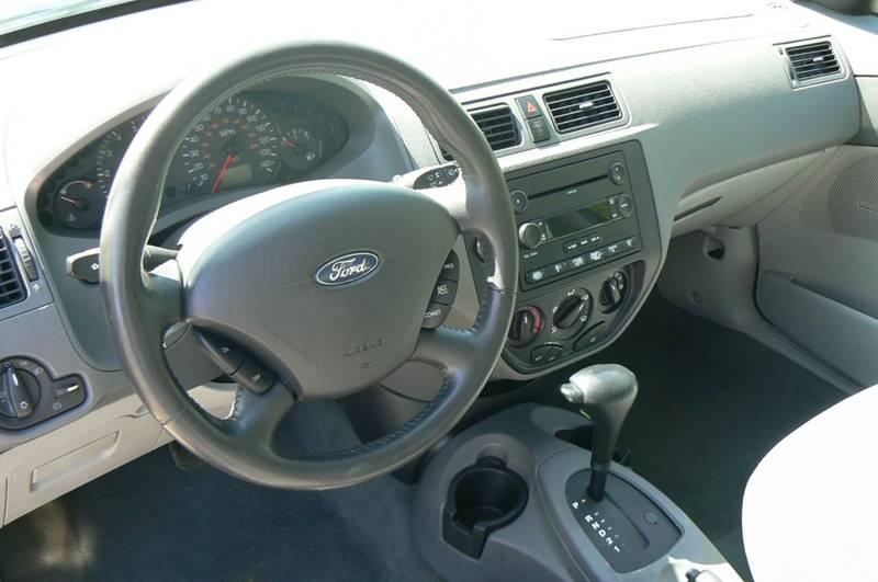 2005 Ford Focus ZX4 S 4dr Sedan - Fenton MI
