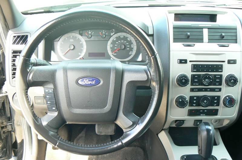 2010 Ford Escape AWD XLT 4dr SUV - Fenton MI