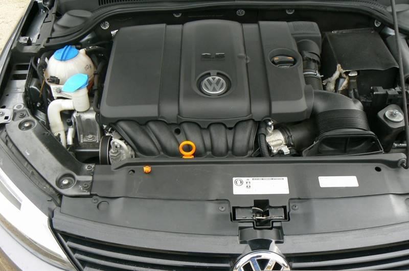 2012 Volkswagen Jetta SE 4dr Sedan 6A - Fenton MI