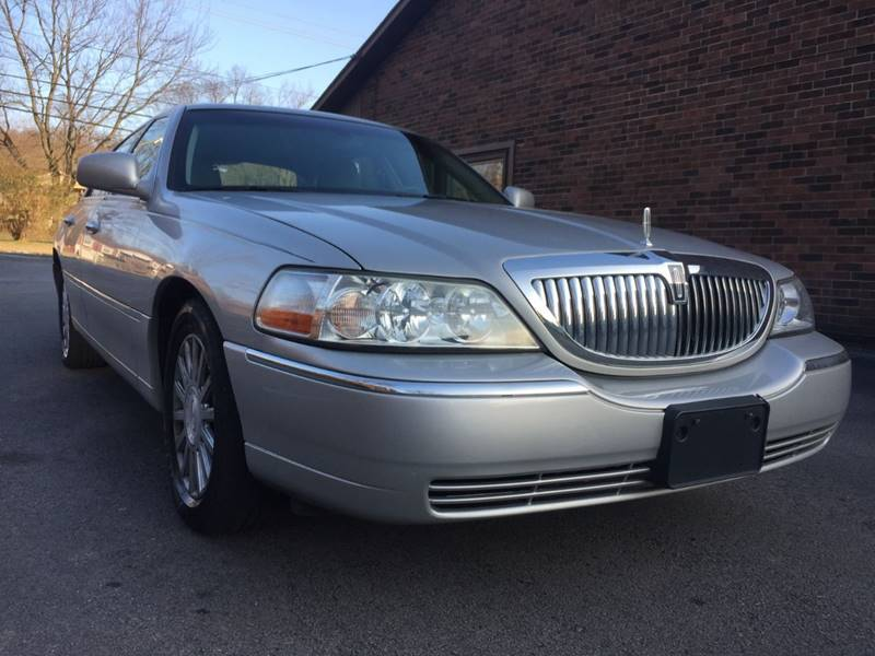 2005 Lincoln Town Car for sale at King Louis Auto Sales in Louisville KY