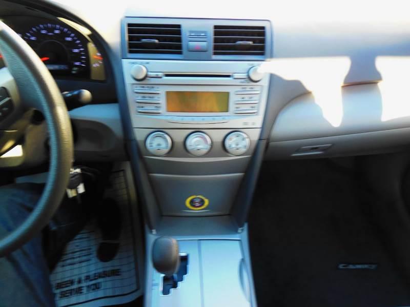 2010 Toyota Camry LE 4dr Sedan 6A - Waukesha WI