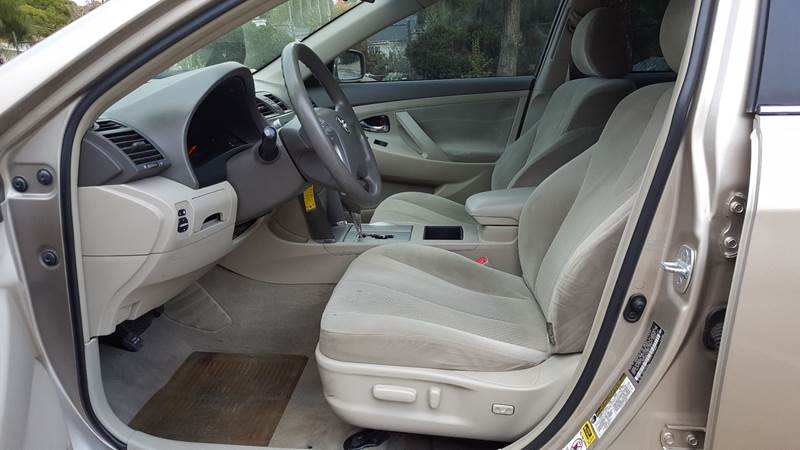 2007 Toyota Camry LE (image 9)