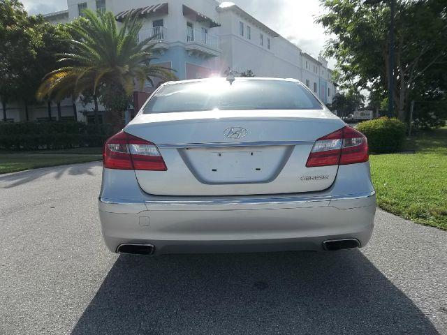 2013 hyundai genesis 3 8l 4dr sedan in delray beach fl. Black Bedroom Furniture Sets. Home Design Ideas