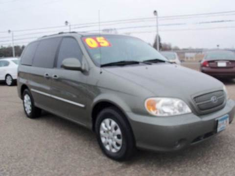 2005 Kia Sedona for sale at Country Side Car Sales in Elk River MN