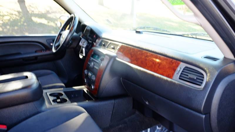 2009 Chevrolet Suburban 4x4 LT 1500 4dr SUV w/ 1LT - Denver CO