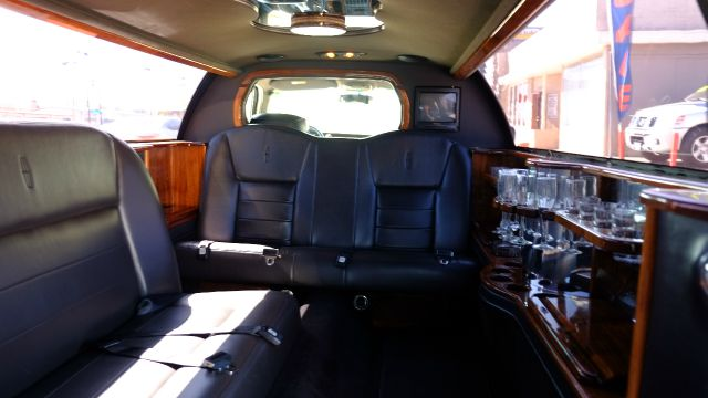 2001 Lincoln Town Car Executive 4dr Sedan - Denver CO